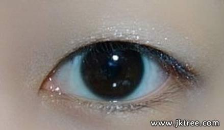 单眼皮化妆技巧:蝌蚪式眼线让眼睛大一倍