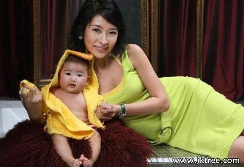 《中国电影报道》梁静02翁虹母乳j养身材好 健康
